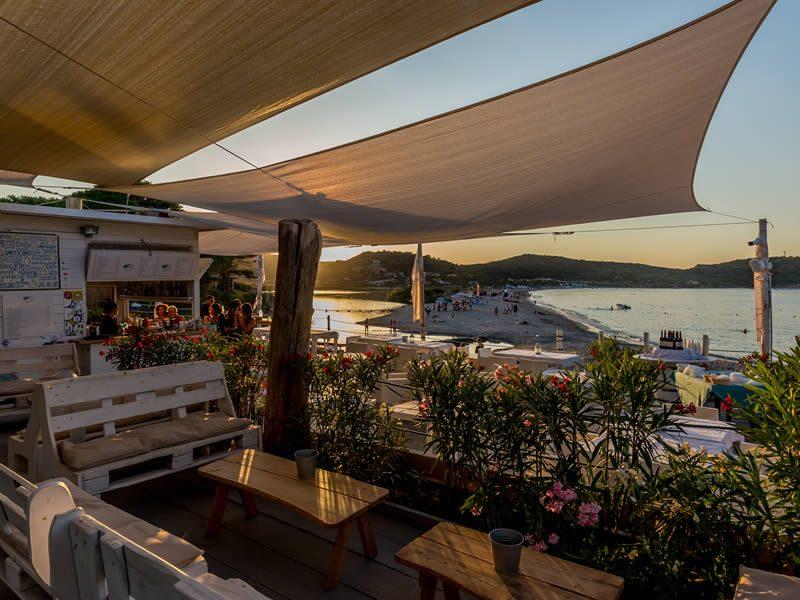 Kiosque Bar sur la plage Tavernetta Beach Lu Nibareddu
